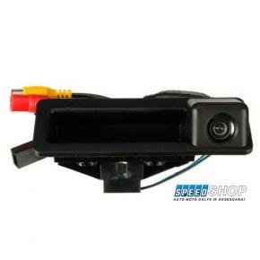 Galinio vaizdo kamera su bagažinės dangčio rankenėle